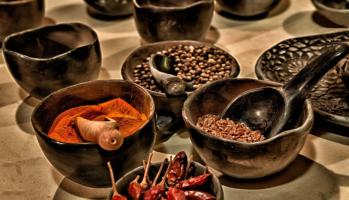 Gewürze, Kräuter, Salze und Pfeffer